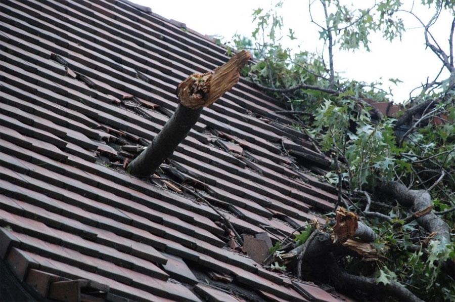 Tips to Handle Emergency Roofing Repairs