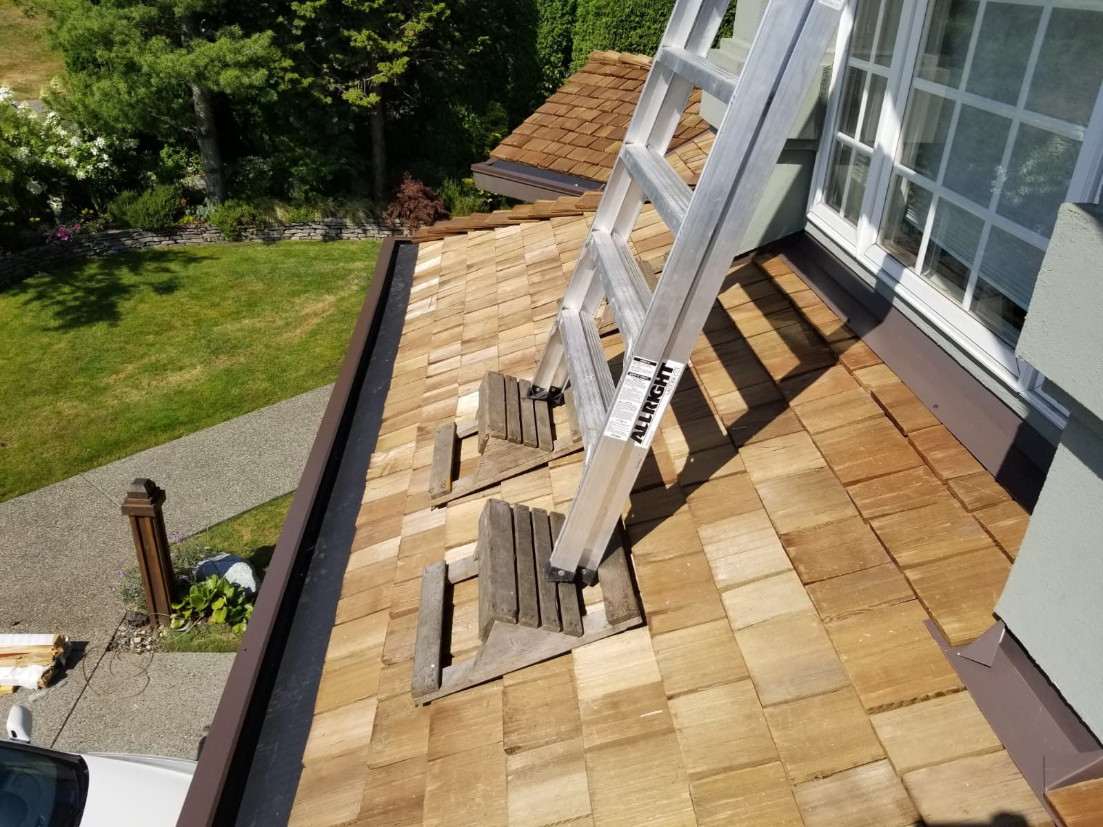 Cedar-shakes-roof-in-Coquitlam-Best-Quality-Roofing